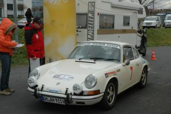 Auf Gleichmäßigkeit fahren die Teilnehmer der Historic Rallye Auf nach Melsungen. Foto: nh