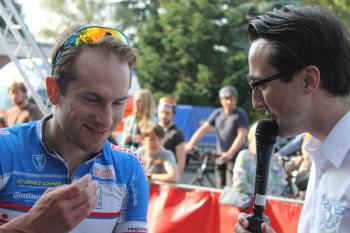 Sprinter Roman Kuntschik geht optimistisch in die neue Saison und hofft auf weitere Siege für die MT, hier im Interview nach seinem ersten Frühjahrssieg 2014 in Krefeld-Fischeln. Foto: nh