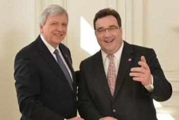 Volker Bouffier (links) und Mark Weinmeister. Foto: nh