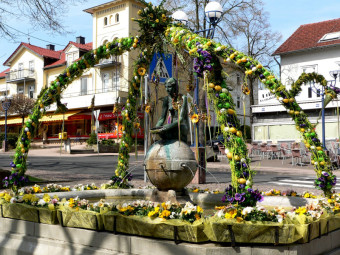 Osterschmuck Nymphenbrunnen in Bad Wildungen. Foto: Stadtmarketing Bad Wildungen