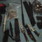 Auch mit Prügeln und Messern ist in der Waffenverbotszone Schluss. Archivbild: Polizei Homberg | obs
