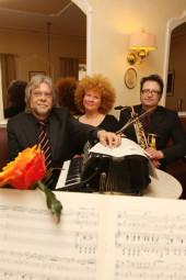 Das Trio: Gunther Friedrich, Svetlana Urintsova und Stefan Koch (v.l.). Foto: nh
