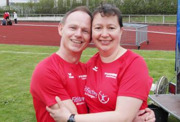 Der erfolgreiche  Bernd Gabel mit seiner Lebensgefährtin Monika Groh (MT Melsungen). Foto: Alwin J. Wagner