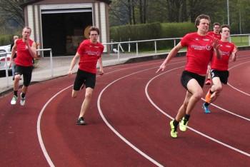 200m-Lauf  - Michael Hiob vor Tim Hochschorner. Foto: nh