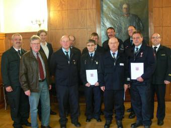 Langjährige aktive Einsatzkräfte geehrt . Foto: nh