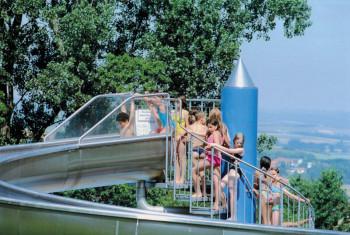 Die Riesenrutsche macht Spaß. Foto: Rolf Mänken