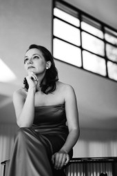 Julia Okruashvili, in Moskau geboren, wurde am Konservatorium in Moskau, an der Hochschule für Musik und Darstellende Kunst in Frankfurt und in Conservatorio di Verdi in Milano ausgebildet.  Foto: nh