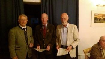 40-jährige Mitgliedschaft: Wolfgang Sangerhausen mit Helmut Merle und Heiko Mössinger (v.l.). Foto: nh