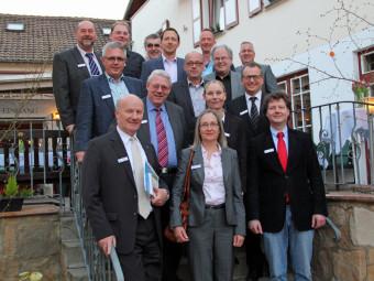 Sie war Gastgeberin des Unternehmertreffs: Sybille Kern (mitte). Rechts VDW-Vorsitzender Alexander Hassenpflug. Foto: nh