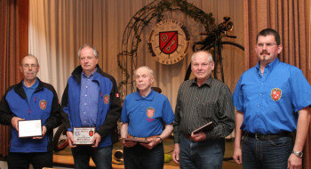 Die gehrten Mitglieder und der 1. Vorsitzende: Johannes Diebel, Wilfried Dehnert, Johannes Hooß, Hans Peter und Ralf Schmitt (v.l.). Foto: Christine Haber