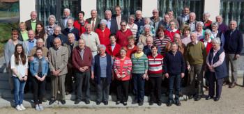 """""""Die goldene Generation"""" der SG 09 Kirchhof, die Vereinsmitglieder ab der Jahrgänge 1945 und älter, hat sich vom Vorstand gern verwöhnen lassen. Mitten drin, Bürgermeister Markus Boucsein. Foto: nh"""