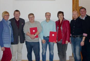 Ulrike Hund (Stadtverbandsvorsitzende), Günter Rudolph (MdL), Bernd Rauschenberg (40 Jahre), Frank Heinemann (25 Jahre), Heike Wüst (stv. Unterbezirksvorsitzende), Jan Rauschenberg (1. Vorsitzender) und Olaf Schüssler (Unterkreisvorsitzender Melsungen) (v.l.). Foto: nh
