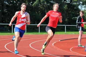 Yannick Hoos vor Michael Hiob im 200m-Finale. Foto: nh