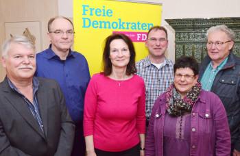 Arne Beneke (Vorsitzender), Volker und Doris Küllmer (Beisitzer), Thomas Kellner (stv. Vorsitzender), Ute Müller-Hilgenberg (Schatzmeisterin) und Erwin Döhne (stv. Vorsitzender) (v.l.). Foto: Reinhold Hocke