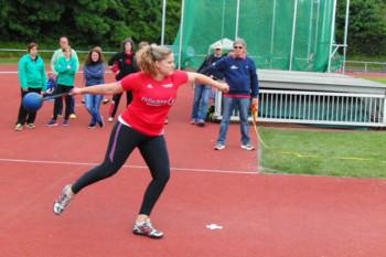 Janina Rohde beim Andrehen zum Schleuderballwerfen. Foto: nh