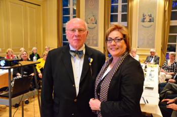 """Dieter Köster erhält den """"Governor's Appreciation Award"""" , Governorin Regina Risken. Foto: Reinhold Hocke"""