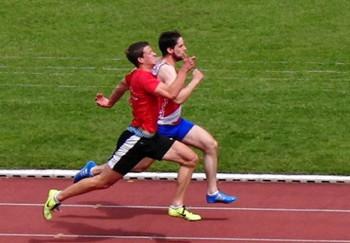 Fast auf gleicher Höhe: Michael Hiob und Yannik Hoos. Foto: nh