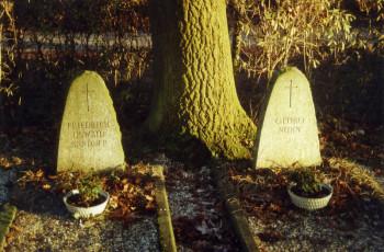 Die beiden 16-jährigen Georg Nuhn und Friedrich Oswald Sander waren die letzten Opfer des nationalsozialistischen Regimes in Wabern, sie starben 3. bzw. 14. April 1945. Foto: Thomas Schattner
