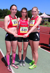 Marie Wagner, Julia Klute und Karolin Siebert, strahlende Bronzemedaillengewinner bei den HLV-Staffelmeisterschaften. Foto: nh