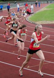 200m-Finale der Frauen mit Katharina Wagner, vorne links, die sich im Vorlauf bei 1,6 m/sec Gegenwind auf 26,48 Sek. gesteigert hatte. Foto: nh