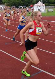 Karolin Siebert, ca 80 Meter nach dem 800m-Start beim Finale in Darmstadt. Foto: nh
