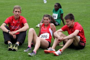 Die Melsunger Mittelstreckenläufer: Lorenz Funck und Christian Schulz mit Julia Klute. Foto: nh