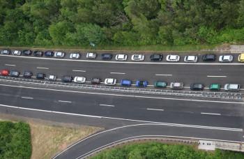 Fahrzeuge im Bereich der Anschlussstelle Borken. Foto: Polizei Homberg/obs