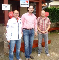 Ortsvorsteher Frank Heinemann, Unterbezirk-Geschäftsführer Mario Jung und SPD-Ortsvereinsvorsitzender Jan Rauschenberg (v.l.). Foto: nh