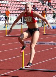 Karolin Siebert über der Hürde beim 400m-Finale in Kassel. Foto: nh