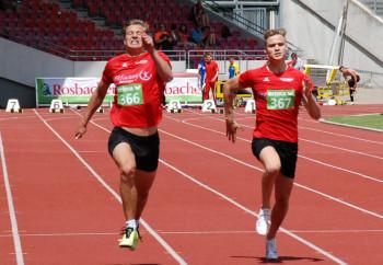 Sie lieferten sich ein spannendes Duell über 100 Meter -   Michael Hiob (links) und Dennis Horn. Foto: nh