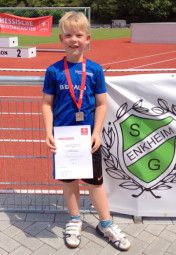 Der kleine David Sonnak freute sich über seine Vizemeisterschaften in der M9. Foto: nh