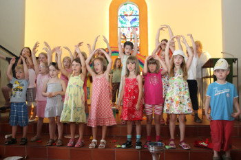 """Zur Aufführung des Musicals """"Noah unterm Regenbogen"""" innerhalb des Gottesdienstes in der Hephata-Kirche kamen am vergangenen Sonntag 200 Zuschauer. Foto: nh"""