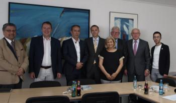 Dr. Arif Ordu, Thomas Rudolff, Oktay Belen, Dr. Michael Ludwig, Hacer Selek, Dr. Walter Lohmeier, Prof. Dr. Martin Viessmann und Mahmut Eryilmaz (v.l.). Foto: Mursel Gyr