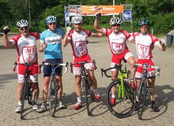 Ziel erreicht nach 220 Kilometern und noch immer gut drauf (v.l.): Stephan Warlich, Daniel Golla, Robin Wetig, Dieter Vaupel und Christian Sippel. Foto: nh