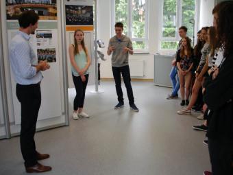 Albrecht Eggert (Bundestagsmitarbeiter) Schüler und Schülerinnen des Schwalmgymnasiums. Foto: nh