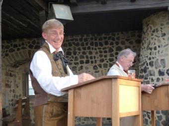 """""""Schöner älter werden mit den Brüdern Grimm"""" - Theateraufführung auf der Felsburg. Foto: nh"""