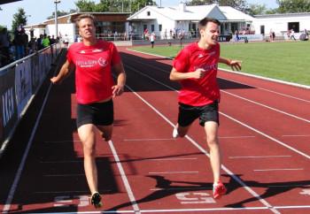 Ein packendes Duell lieferten sich Michael Hiob und Christian Schulz über 400 Meter. Foto: Alwin J. Wagner