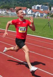 Dennis Horn verbesserte sich über 200 Meter auf 23,46 Sekunden. Foto: Alwin J. Wagner