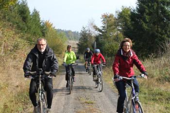 Fahrt durch den bunten Herbstwald: Radtour nach Richerode 2014. Foto: R. Tripp
