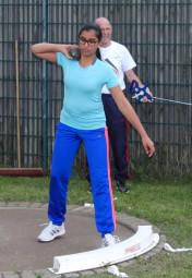 Parneet Dhaliwal kam bei ihrem ersten Wettkampf im Kugelstoßen mit 6,90 m knapp an die 7m-Marke heran. Foto: Alwin J. Wagner