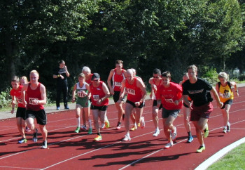 Start über 1000 m - Ganz rechts Michael Hiob, der Pacemaker, daneben Christian Schulz. Foto: nh