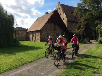 Die wunderschöne Landschaft und das sonnige Fahrradwetter setzten bei Team 2 noch einmal Energie frei. Und die letzte Etappe im Zeichen der pinkfarbenen Schleife wurde mit Freude gefahren. Foto: nh
