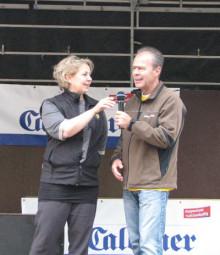 Vizelandrätin Susanne Selbert und Betriebsleiter Uwe Pietsch bei der Siegerehrung. Foto: nh