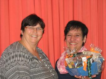 Andrea Göricke feierte am 2. Oktober mit Kolleginnen und Vorgesetzen in der Cafeteria Oase ihr 25-jähriges Hephata-Dienstbestehen. Foto: nh