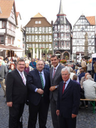 Mark Weinmeister, Bernd Siebert, Bürgermeister Hartmut Spogat und Stadtverbandsvorsitzender Christian Seyffarth (v.l.). Foto: nh