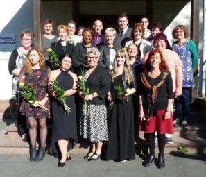 Der erste Kurs der verkürzten Altenpflege-Ausbildung an der Hephata-Akademie für soziale Berufe hat seine Ausbildung beendet. Foto: nh