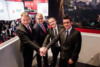 Holger Schach, Regionalmanagement Nordhessen; Jens Ihle, Regionalmanagement Mittelhessen; Dr. Reiner Waldschmidt, Hessen Trade & Invest und Eric Menges, FrankfurtRheinMain (v.l.). Foto: nh