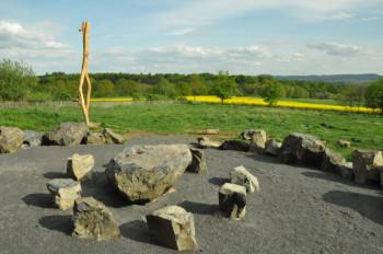 Am Sonntag, 4. Oktober, wird auf der Mader Heide östlich von Gudensberg-Maden die Nachbildung eines historischen Versammlungsortes eröffnet. Foto: nh
