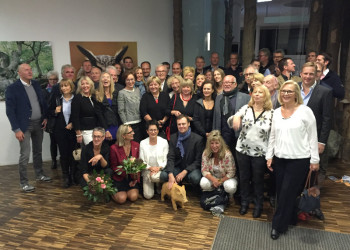 Sind begeistert von der GrimmHeimat NordHessen: 55 Reisejournalisten und PR-Fachleute aus ganz Deutschland haben die Region besucht und sich unter anderem auch das NationalparkZentrum Kellerwald-Edersee angesehen. Foto: GrimmHeimat NordHessen