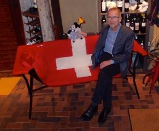 Benjamin Schäfer und die Bremer Stadtmusikanten haben schon mal Platz in der roten Badewanne genommen. Foto: Harald Kühn